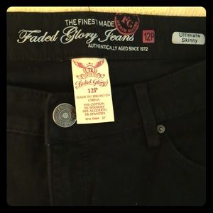 Black Faded glory ultimate skinny Jeans size 12P